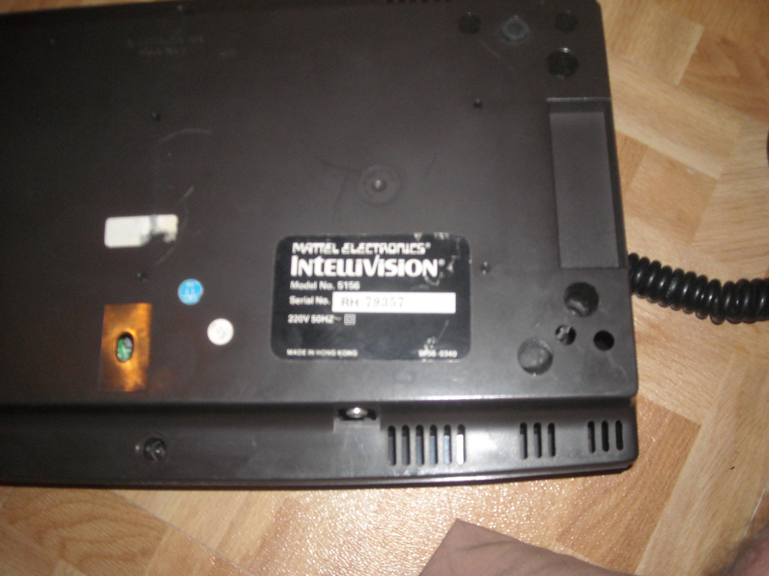 Les différentes Versions d'Intellivision C6be4d53-9ab2-41c1-a78d-d5090e70745f