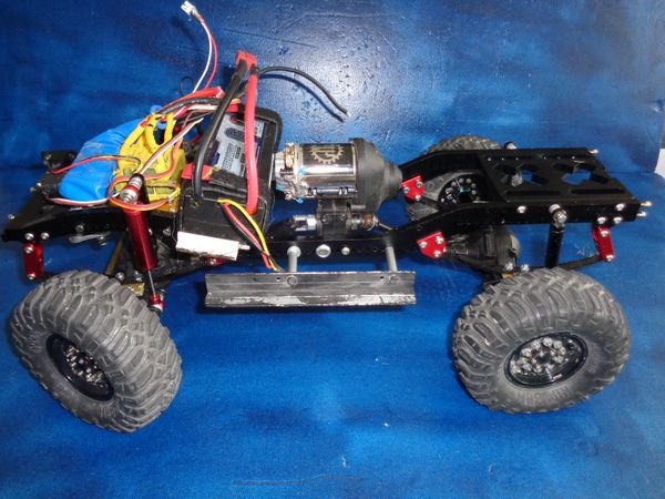 SCX10 Axial - Projet Ford F100 1966. - Page 3 DSC01260_1