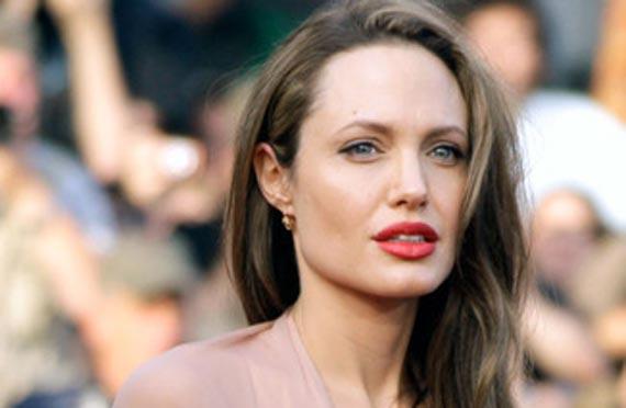 Jolie zevendeson Theron? 11087angelinajolietourist