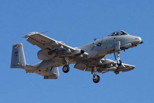 طائره الهجوم الارضى الامريكيه  A-10 Thunderbolt II , مفترسه المدرعات .   1324847410_a-10_thunderbolt_ii-2
