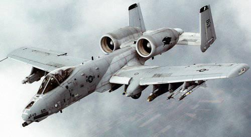 طائره الهجوم الارضى الامريكيه  A-10 Thunderbolt II , مفترسه المدرعات .   1324847448_a-10_thunderbolt_ii