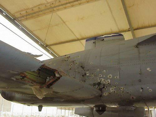 طائره الهجوم الارضى الامريكيه  A-10 Thunderbolt II , مفترسه المدرعات .   1324847524_kim_campbell_damage_a10