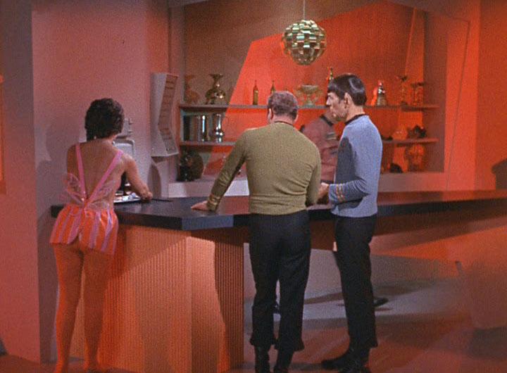 Votre bar préféré dans l'univers Star Trek TOS_2x13_TheTroubleWithTribbles0063-Trekpulse