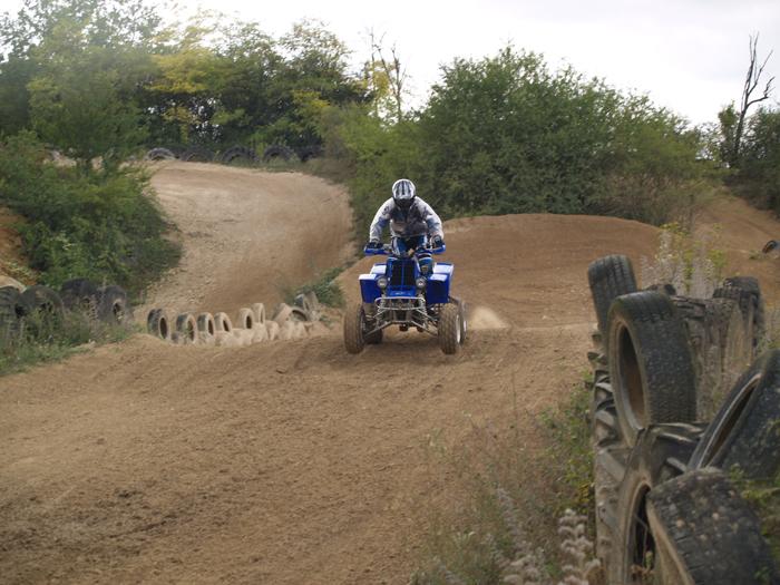 Session de quad cross à Larchant 77, en Banshee bien sur ! P8160583