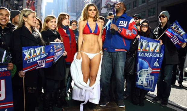 [NFL] Super Bowl - Page 4 Maria-menounos-super-bowl-e1328751787883