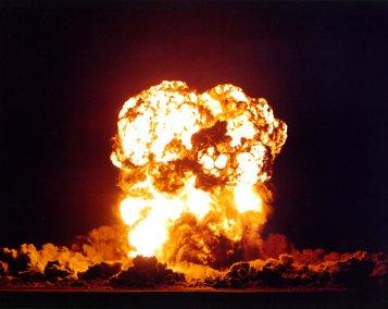 LOUP SOLITAIRE 28 ET DEMI (PARODIE) ! - Page 5 Explosion%202