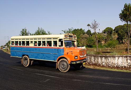 வரலாற்று சிறப்புமிக்க படங்கள் .... - Page 6 Shillong_old_bus