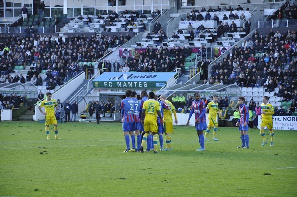 [18e journée de L2] FC Nantes 2 - 1 SM Caen - Page 3 2012-12-15-147