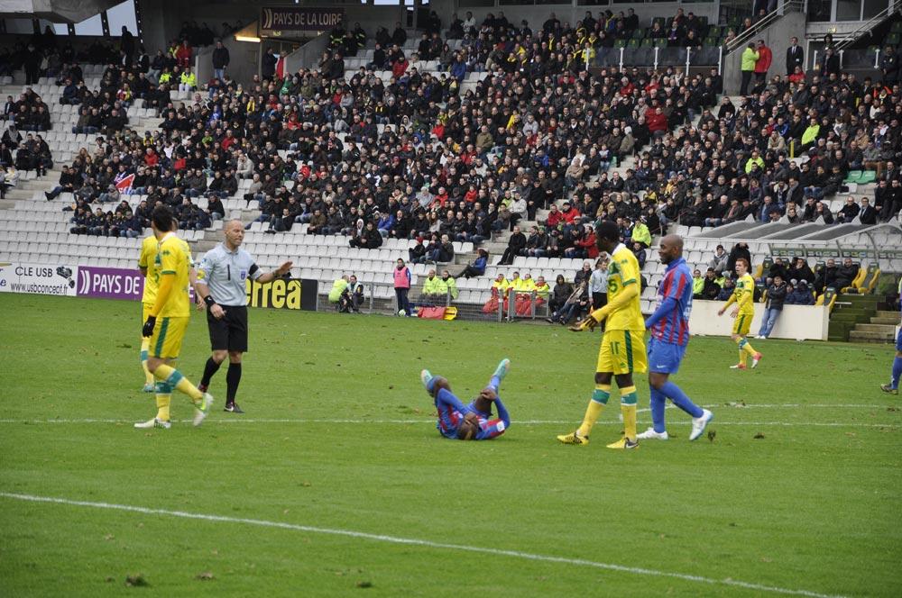 [18e journée de L2] FC Nantes 2 - 1 SM Caen - Page 3 2012-12-15-209
