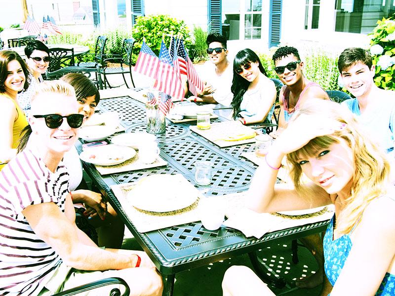 Taylor en las redes sociales (Facebook, Twitter, Instagram, Tumblr...) - Página 3 July42013-01