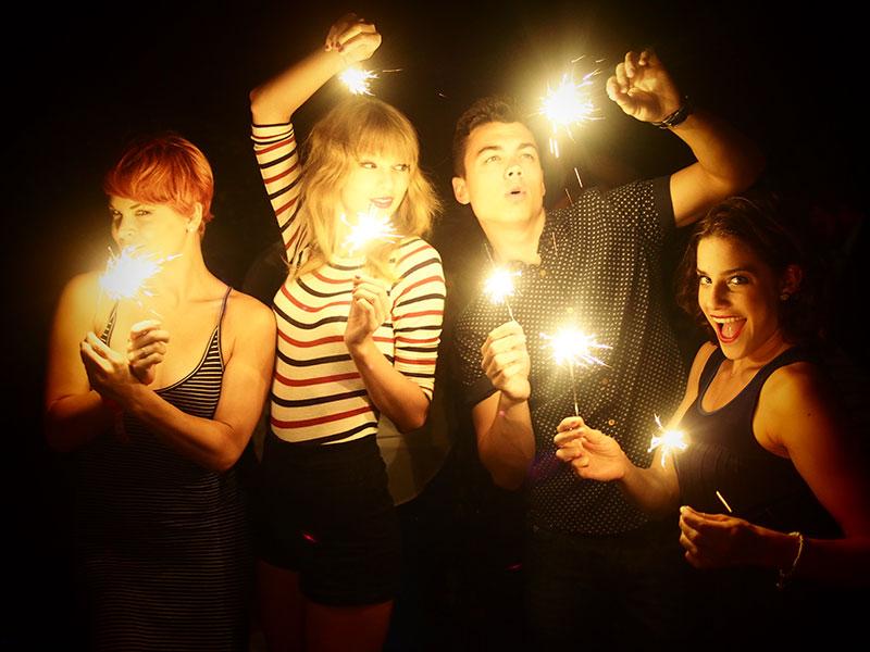 Taylor en las redes sociales (Facebook, Twitter, Instagram, Tumblr...) - Página 3 July42013-31