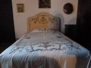 Le avventure di Andreuccio a Napoli 037-letto-con-ricamo-bandera-300x225