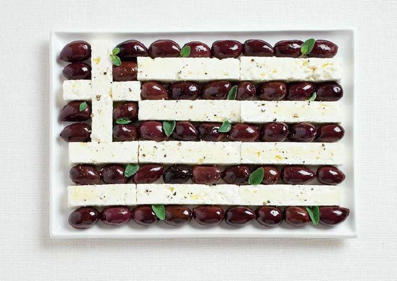 உணவு பொருட்களில் அழகிய பன்னாட்டு தேசிய கொடிகள்  Greece-flag-made-from-food