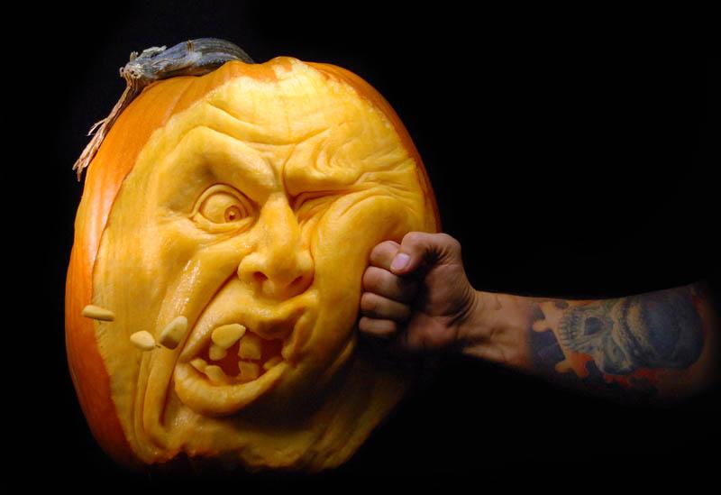 பூசணிக்காயில் இராட்சத உருவச்சிலைகள்-புகைப்படங்கள் Most-amazing-pumpkin-carving-ray-villafane-7