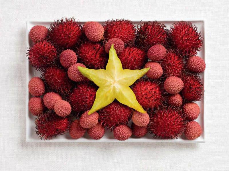 உணவு பொருட்களில் அழகிய பன்னாட்டு தேசிய கொடிகள்  Vietnam-flag-made-from-food
