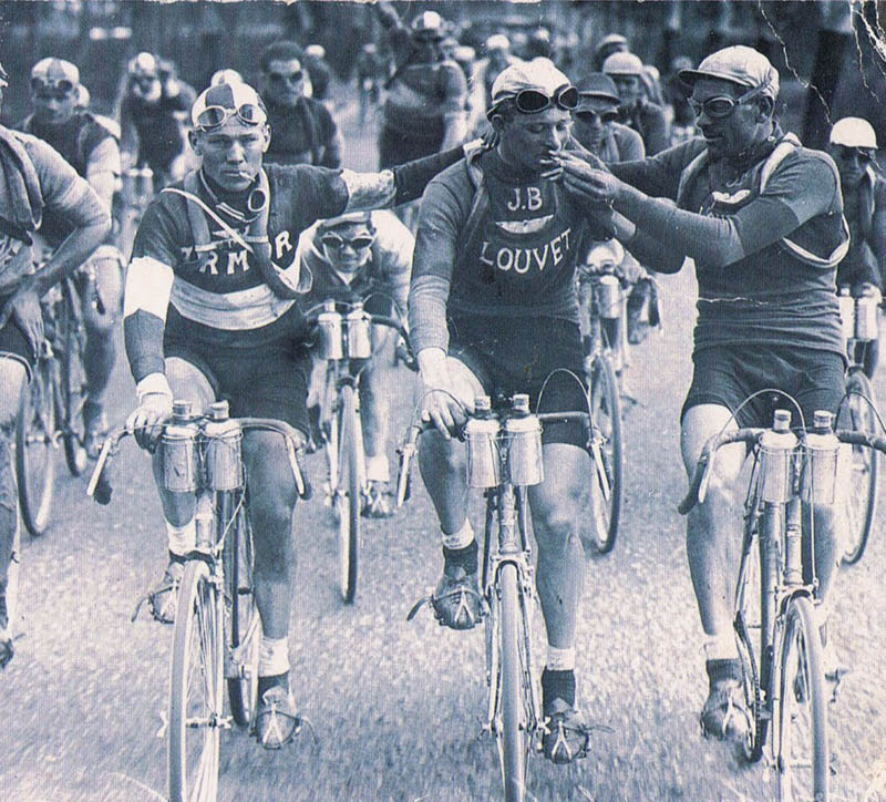 How times change... Smoking-tour-de-france-cyclists-bikers