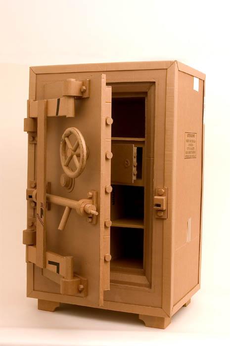 அட்டைதாளில் இப்படியும் செய்ய முடியுமா?? Cardboard-art-sculptures-chris-gilmour-22