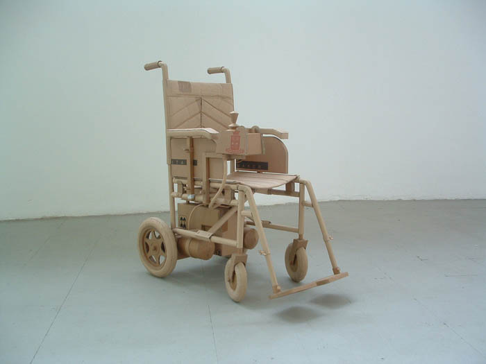 அட்டைதாளில் இப்படியும் செய்ய முடியுமா?? Cardboard-art-sculptures-chris-gilmour-6