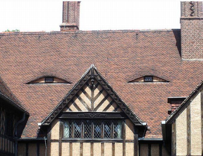 கட்டிடங்களின் முகப்பில் விந்தையான முகத்தோற்றம்  Buildings-with-unintentionally-funny-faces-3