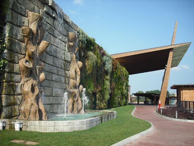 உலக சாதனை படைத்த வினோதமான பூந்தோட்டம்.! (படங்கள்) Largest-vertical-garden-in-the-world-rozzano-italy-shopping-center-3