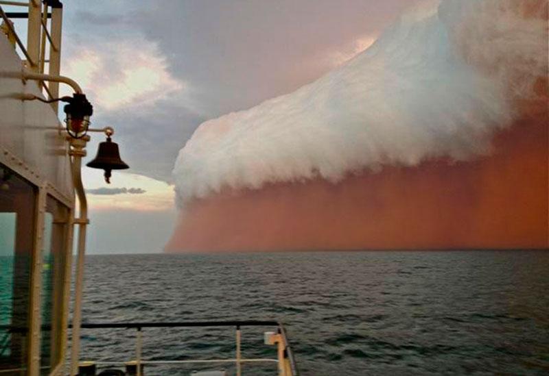 அச்சுறுத்துகிற புயல் மற்றும் சூறாவளிகள் Haboob-dust-cloud-onslow-australia-2013