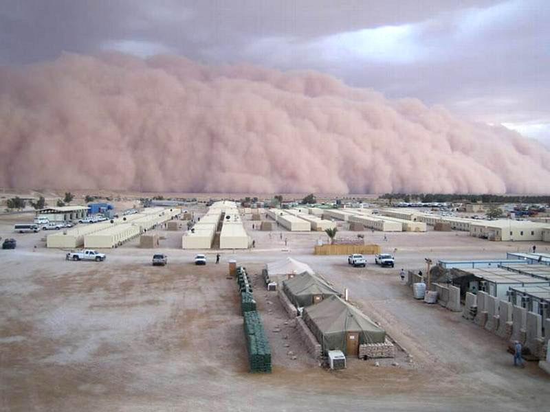அச்சுறுத்துகிற புயல் மற்றும் சூறாவளிகள் Intense-dust-storm-sandstorm-iraq