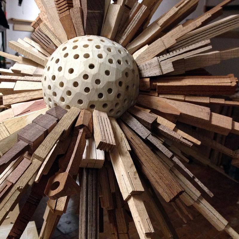 மரத்துகள்களில்+மரக்கட்டையில் அழகிய வேலைப்பாடு  James-mcnabb-city-sphere-scrap-wood-sculpture-6