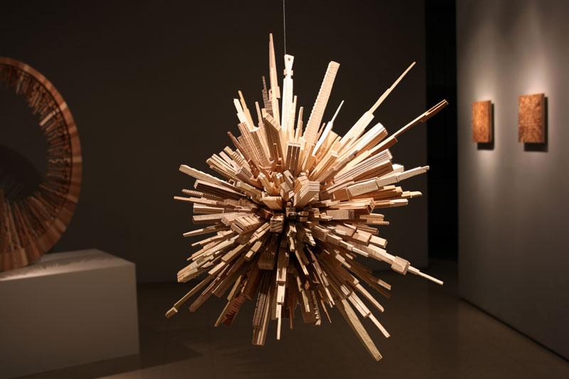 மரத்துகள்களில்+மரக்கட்டையில் அழகிய வேலைப்பாடு  James-mcnabb-city-sphere-scrap-wood-sculpture-7