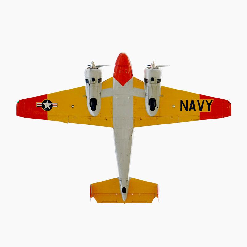 ஆகாய விமானங்கள் மேல் நோக்கி பறந்த நிலையில்  Beechcraft-model-18-snb-2-directly-overhad-jeffrey-milstein