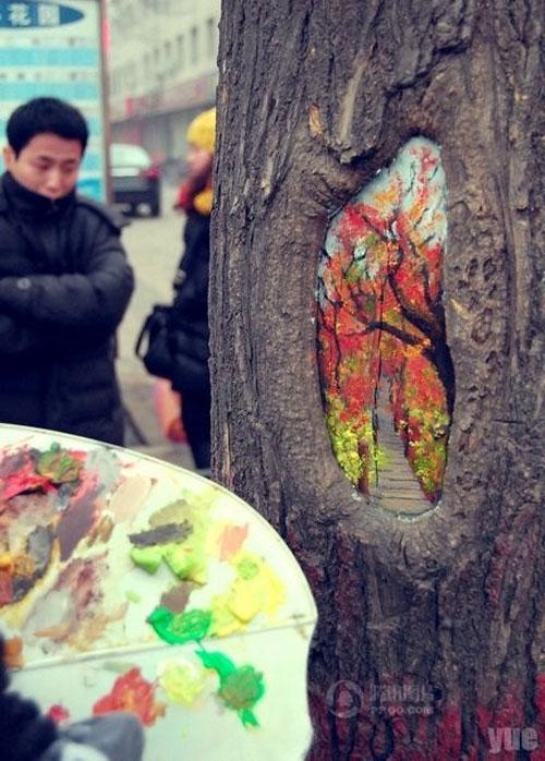 மர பொந்துகளில் அழகிய கைவண்ணங்கள்  Wang-yue-tree-hole-paintings-5