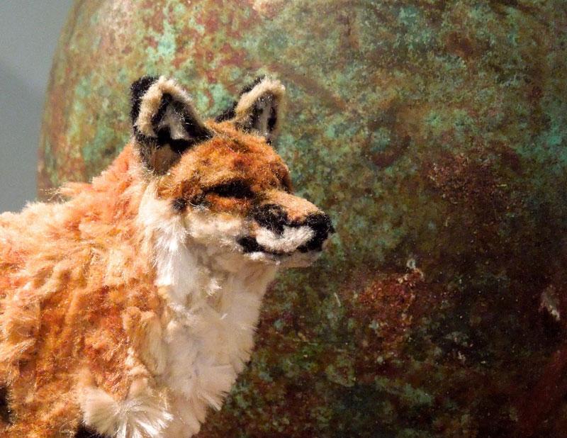 குழாய் துடைக்கும் பொருள்களிலிருந்து நம்பமுடியாத உயிரோட்டமுள்ள விலங்குகளின் உருவங்கள்  Pipe-cleaner-red-fox-by-lauren-ryan-2