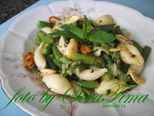 Салат с зеленой фасолью, имбирем, миндалем и макаронными изделиями 7e6c032dc6f2