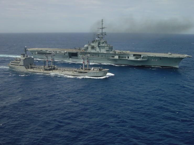 Portaaviones  Brasil Noticias,comentarios,fotos,videos.    Brazilian-Navy-Navio-Aer%C3%B3dromo-S%C3%A3o-Paulo-A12-e-Navio-Tanque-Maraj%C3%B3-G27-740x555