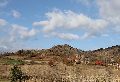 Cheyrac-43- paysage volcanique en automne (2)