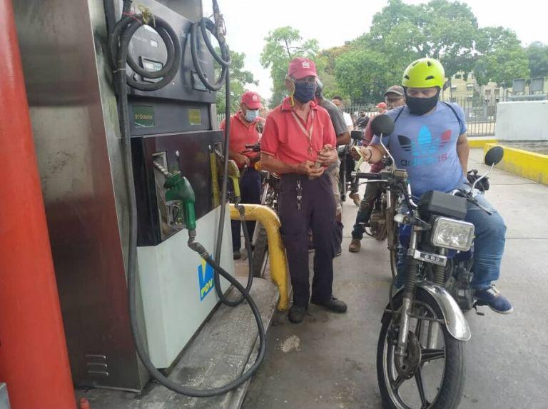 Como lo prometió Maduro: Comenzó despacho de gasolina en todo el país con el nuevo esquema Gasolina-Bomba-1