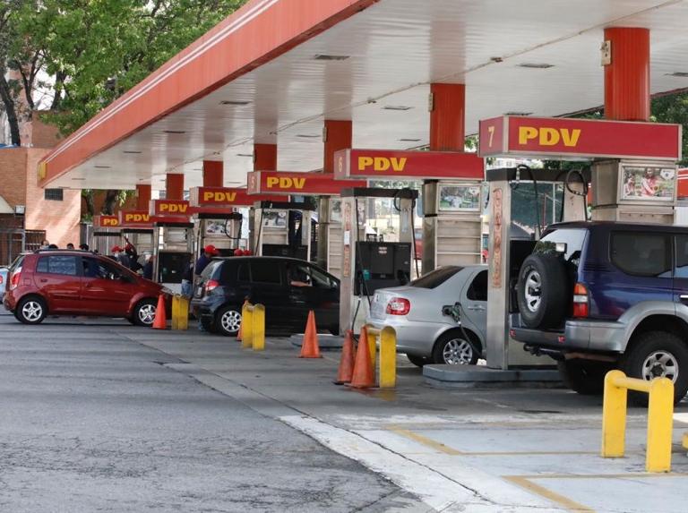 Como lo prometió Maduro: Comenzó despacho de gasolina en todo el país con el nuevo esquema Estaciones-de-servicio-caracas-1