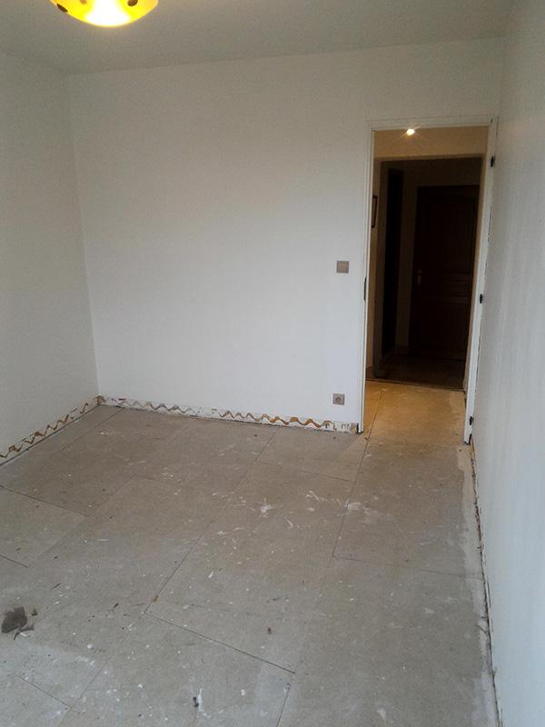 Refection d'un plancher de chambre Chambre_2_004