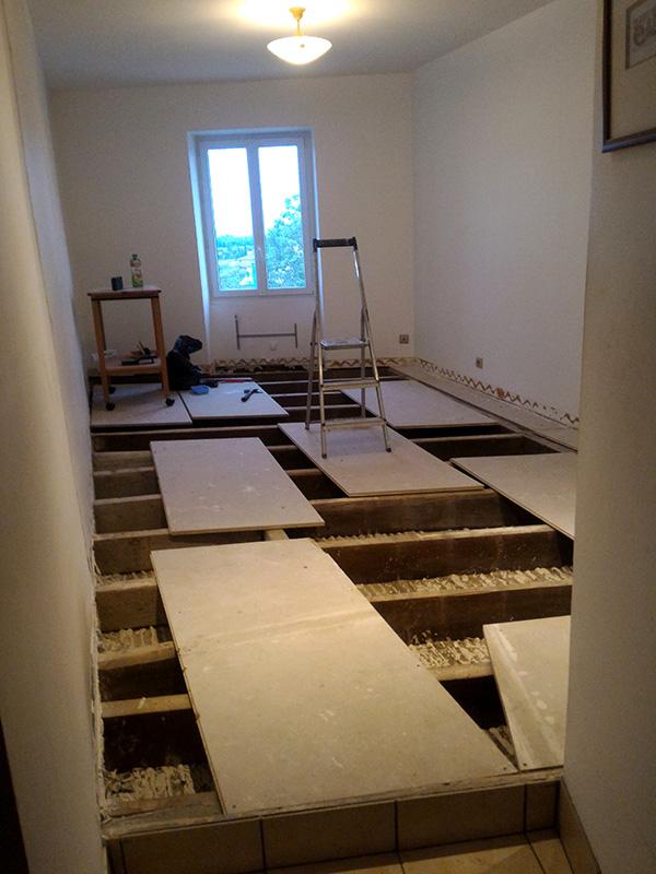 Refection d'un plancher de chambre Chambre_2_009