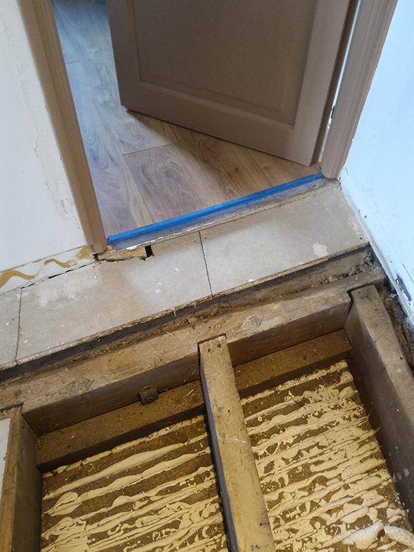 Refection d'un plancher de chambre Chambre_2_012