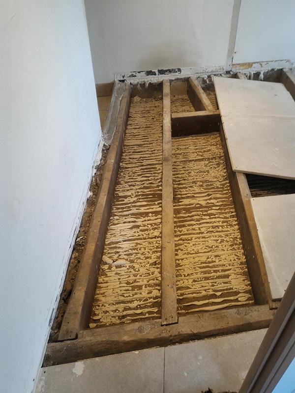 Refection d'un plancher de chambre Chambre_2_013