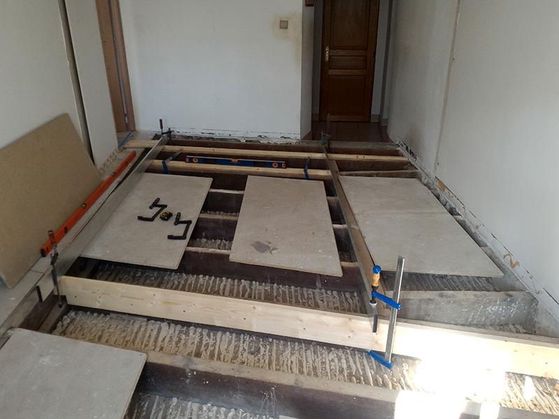 Refection d'un plancher de chambre Chambre_2_019