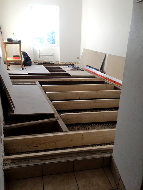 Refection d'un plancher de chambre Chambre_2_023