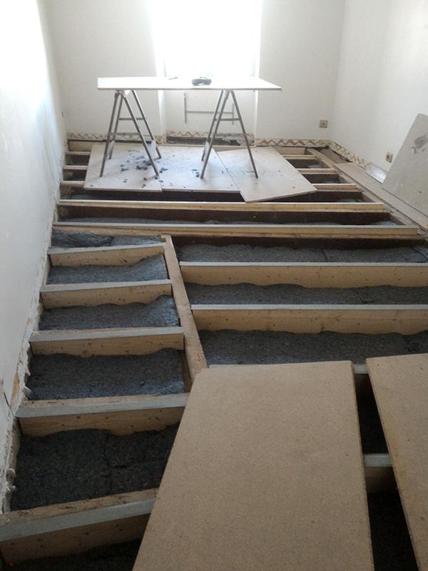 Refection d'un plancher de chambre Chambre_2_029