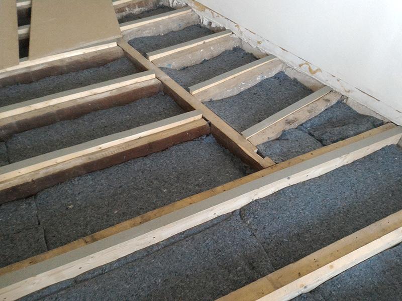 Refection d'un plancher de chambre Chambre_2_030