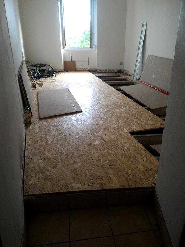 Refection d'un plancher de chambre Chambre_2_033