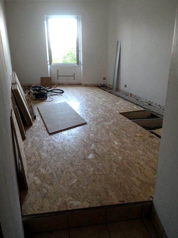Refection d'un plancher de chambre Chambre_2_037