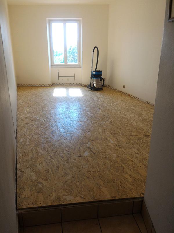 Refection d'un plancher de chambre Chambre_2_042