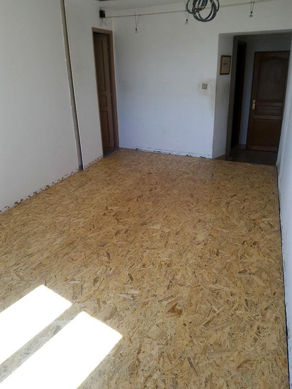 Refection d'un plancher de chambre Chambre_2_043
