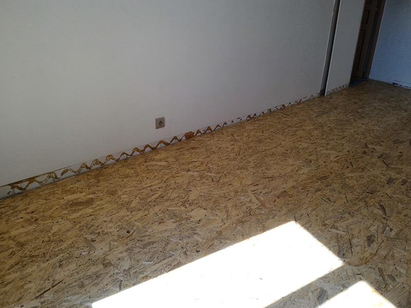Refection d'un plancher de chambre Chambre_2_044