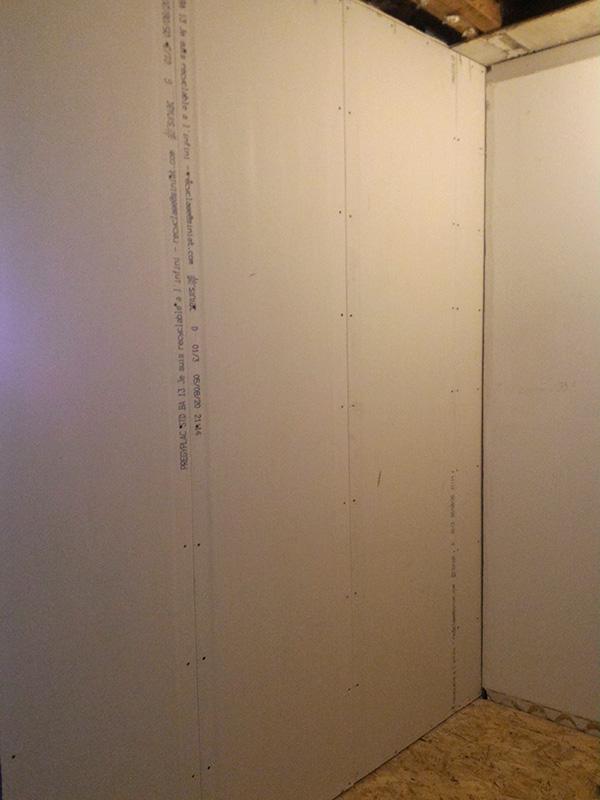 Refection d'un plancher de chambre Chambre_2_053